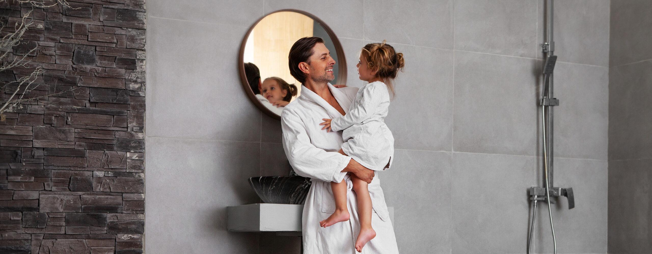 Badzimmer, Badsanierung, Familie, Vater, Tochter, Sanierung