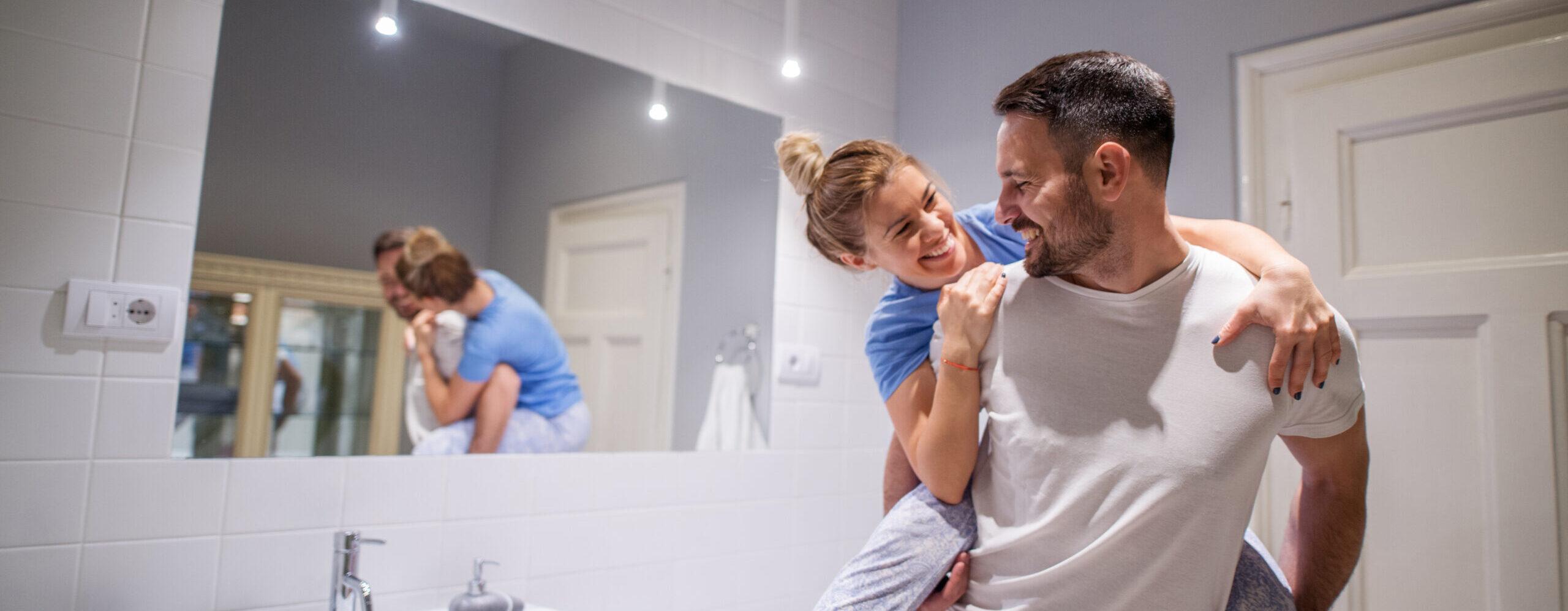 Wartung Kundendienst unbesorgt Familie Paar Badezimmer